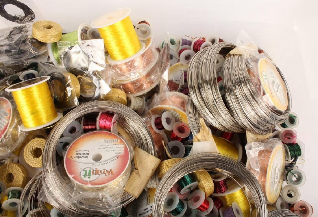 MIXED THREADS, WIRES & CORD FOR BEADING 17 LBS - 4
