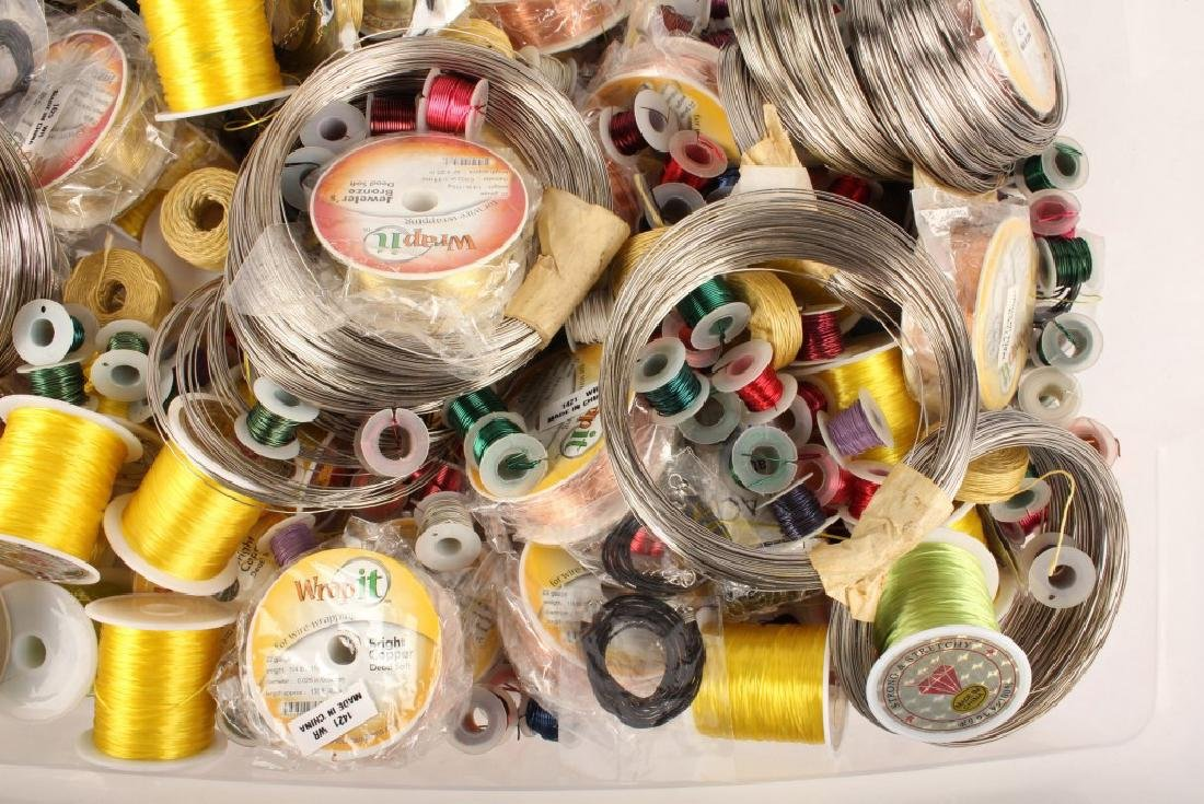 MIXED THREADS, WIRES & CORD FOR BEADING 17 LBS - 7