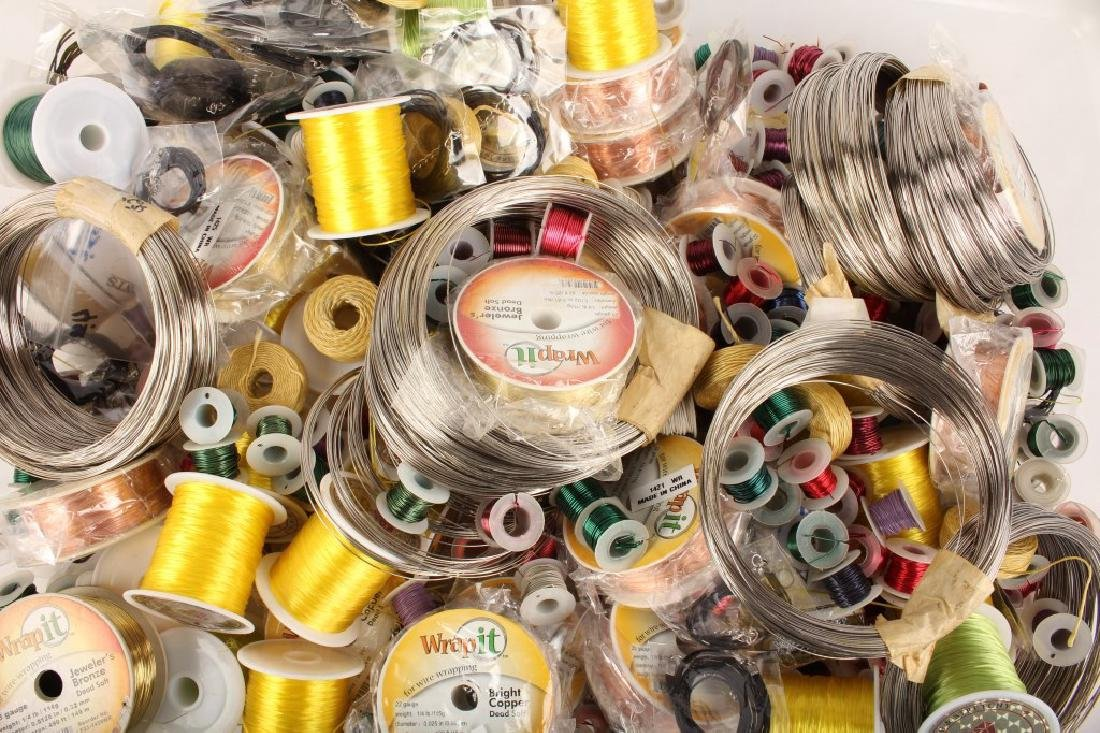MIXED THREADS, WIRES & CORD FOR BEADING 17 LBS - 8