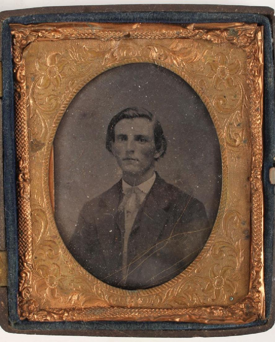 19TH CENTURY DAGUERREOTYPE OF GENTLEMAN - 2