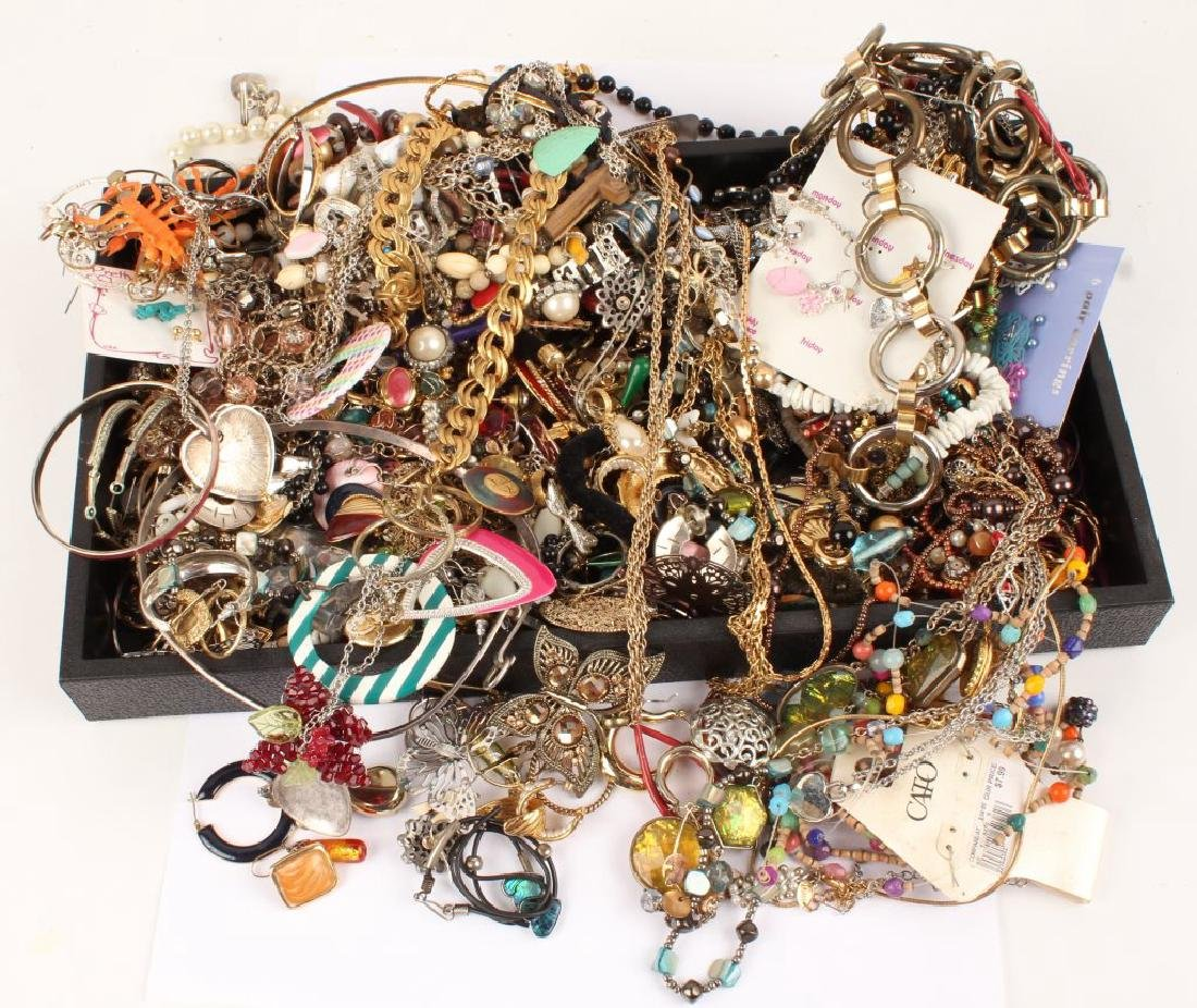 6.75 LBS OF LADIES COSTUME JEWELRY