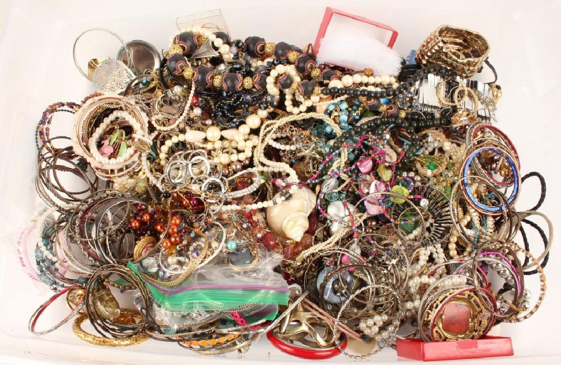 13 LBS OF LADIES COSTUME JEWELRY