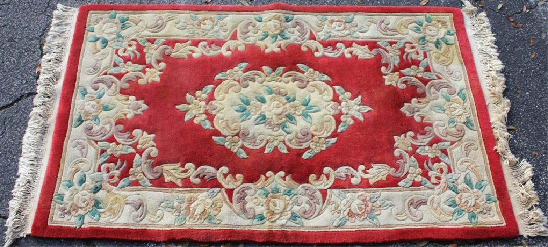 EUROPEAN FLORAL DESIGN RUG WITH EMBOSSED FEATURES
