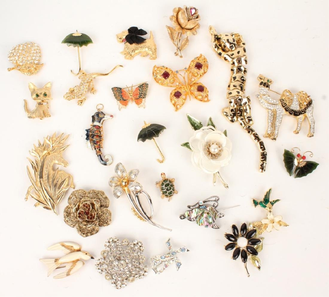 20TH CENTURY COSTUME BROOCHES
