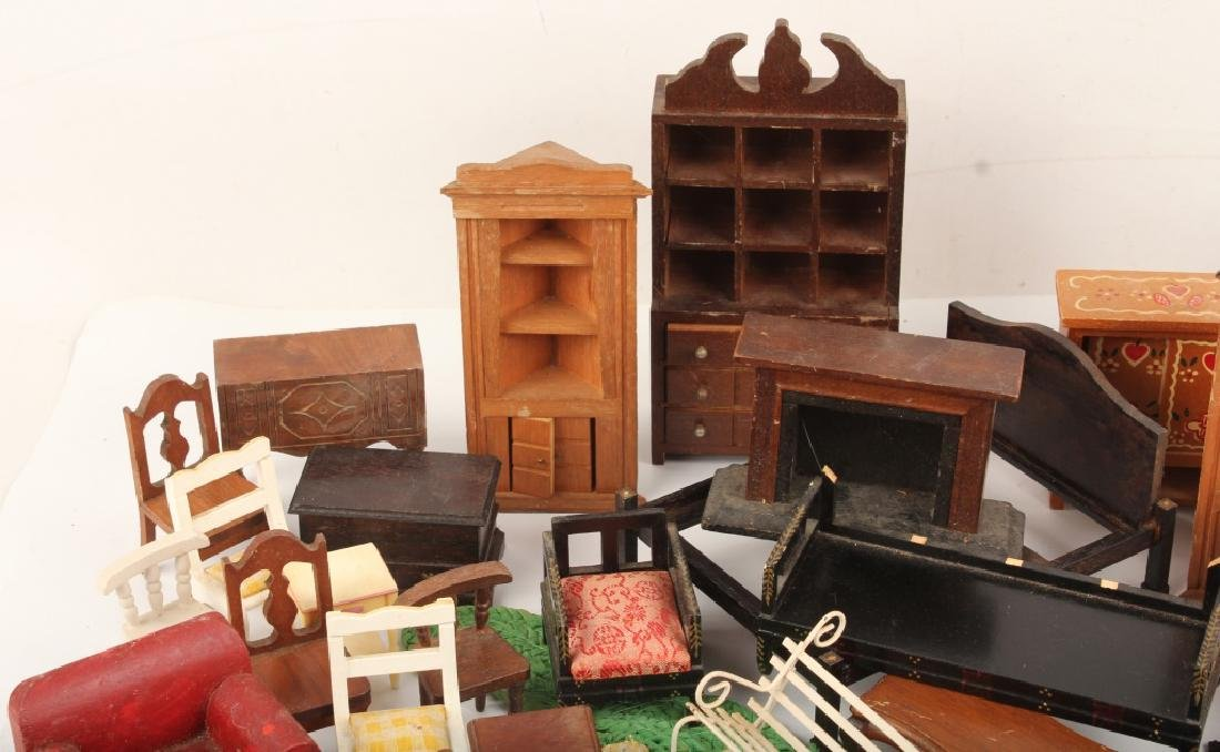 MINIATURE DOLL HOUSE FURNITURE - 2