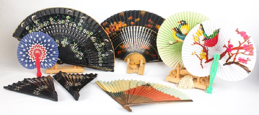FOLDING HAND FANS WITH 4 WOODEN DISPLAYS