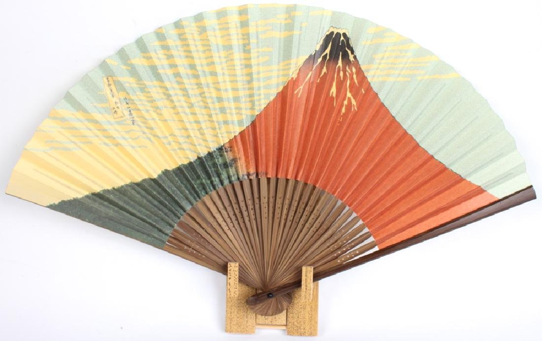 FOLDING HAND FANS WITH 4 WOODEN DISPLAYS - 2