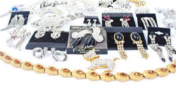 MIXED COSTUME JEWELRY - GOLD TONE & SILVER TONE