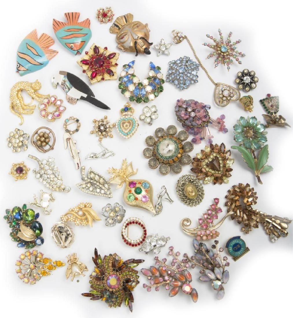 LARGE LOT OF COSTUME JEWELRY PINS & BROOCHES