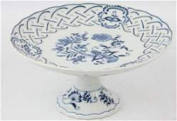 FOOTED BLUE PORCELAIN PLATE CAKE STAND