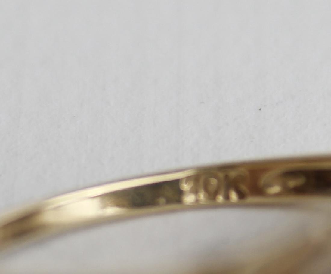 10K YELLOW GOLD AND LAPIS FASHION RING - 7
