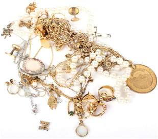 ASSORTED GOLD & PEARL LADIES COSTUME JEWELRY (30)