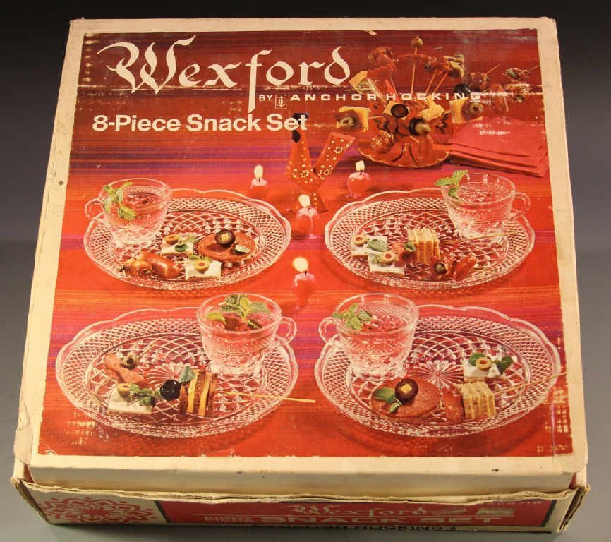 ANCHOR HOCKING WEXFORD 8 PIECE SNACK SET IN BOX
