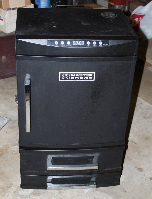 MASTER FORGE MODEL 32930 ELECTRIC SMOKER