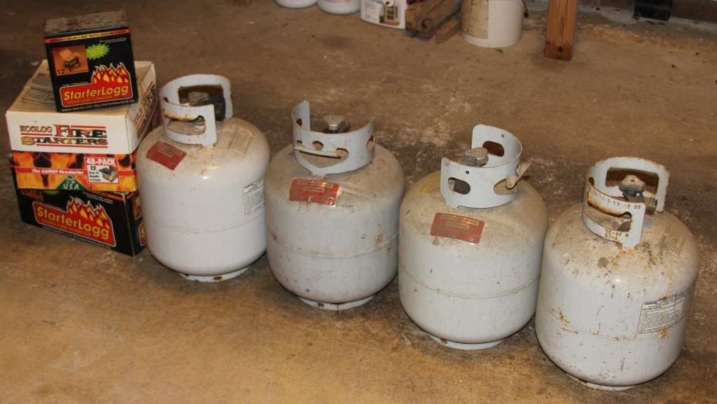 LOT BARBEQUE PROPANE TANKS + FIRE STARTERS