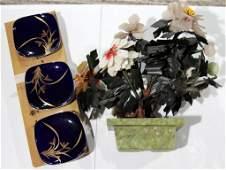 CHINESE JADE PLANT WITH IMARI PLATE SET