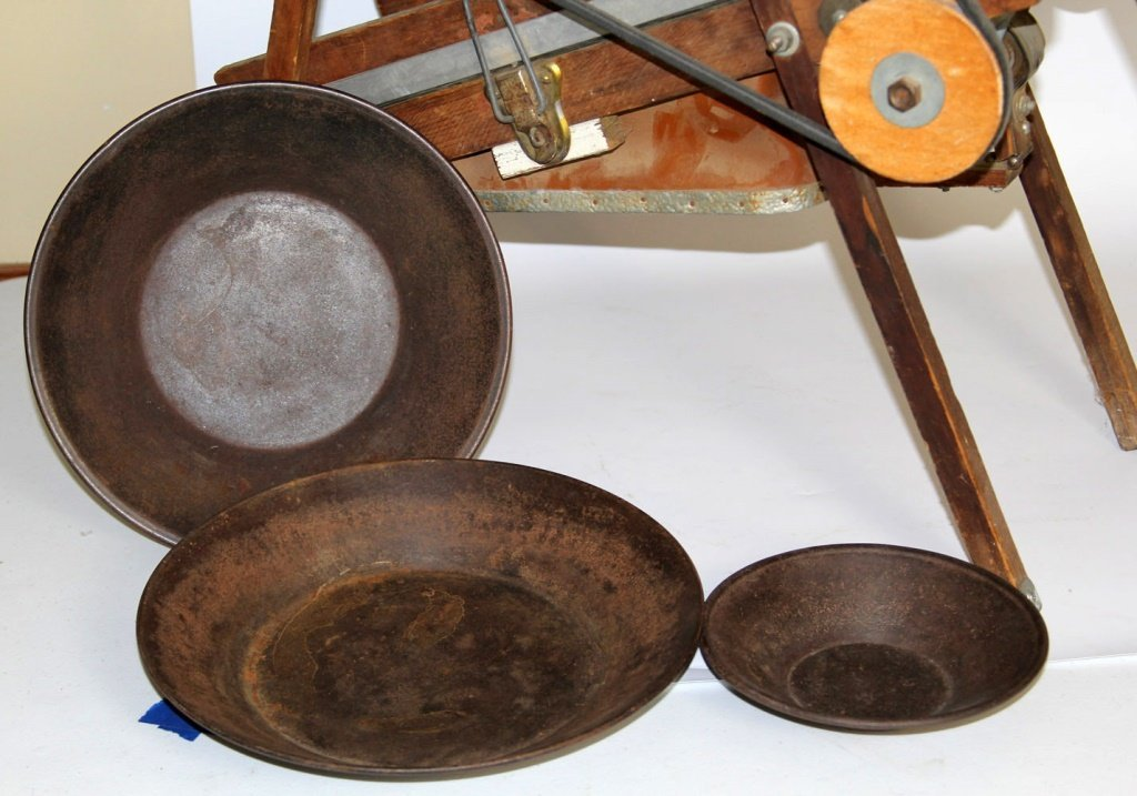 VINTAGE GOLD MINING DRY WASHER WITH PANS - 2