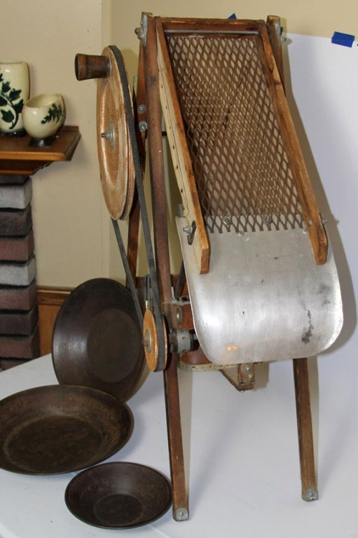 VINTAGE GOLD MINING DRY WASHER WITH PANS - 4