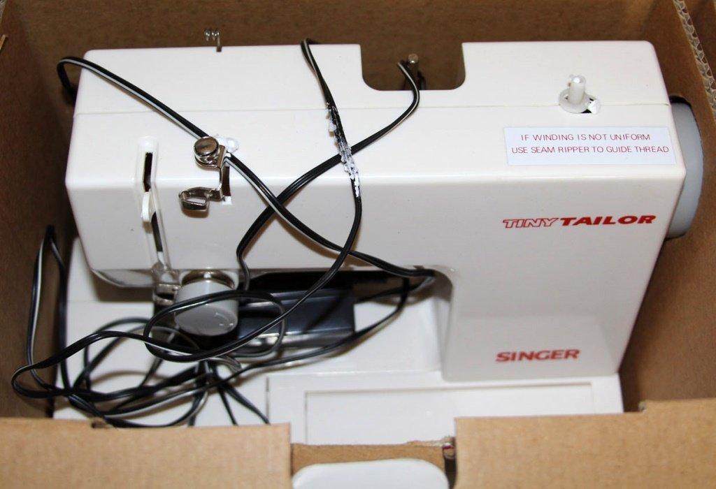 SINGER TINY TAILOR MENDING MACHINE TT600X - 2