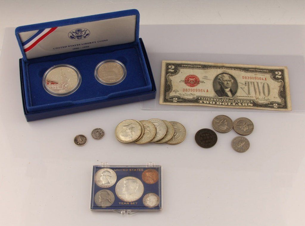 MIXED LOT US & FOREIGN COIN & CURRENCY