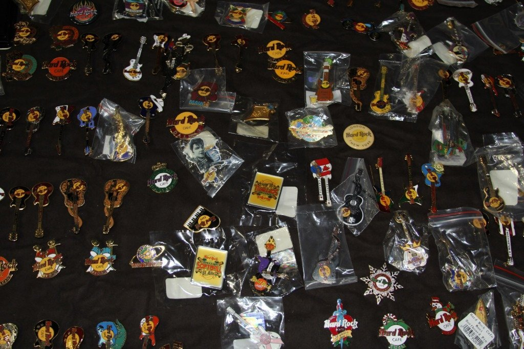 MASSIVE COLLECTION HARD ROCK CAFE PINS - 10
