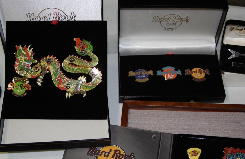 MASSIVE COLLECTION HARD ROCK CAFE PINS - 3