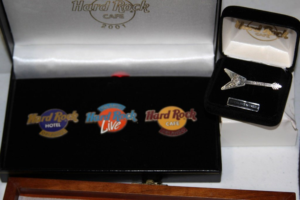 MASSIVE COLLECTION HARD ROCK CAFE PINS - 4