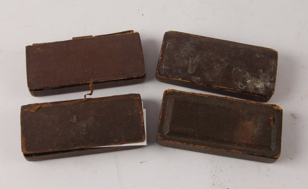 MIXED LOT OF 4 GILLETTE DOUBLE EDGE SAFETY RAZORS