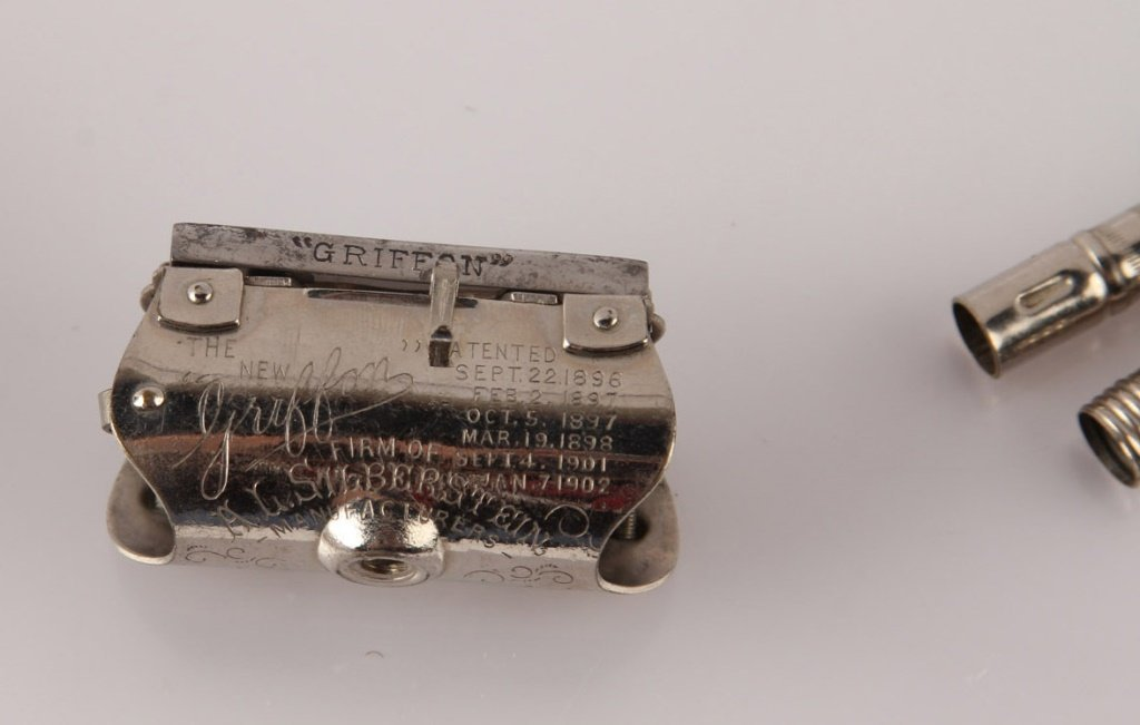 GRIFFON PAT. 1902 SAFETY LATHER CATCH RAZOR IN TIN - 3