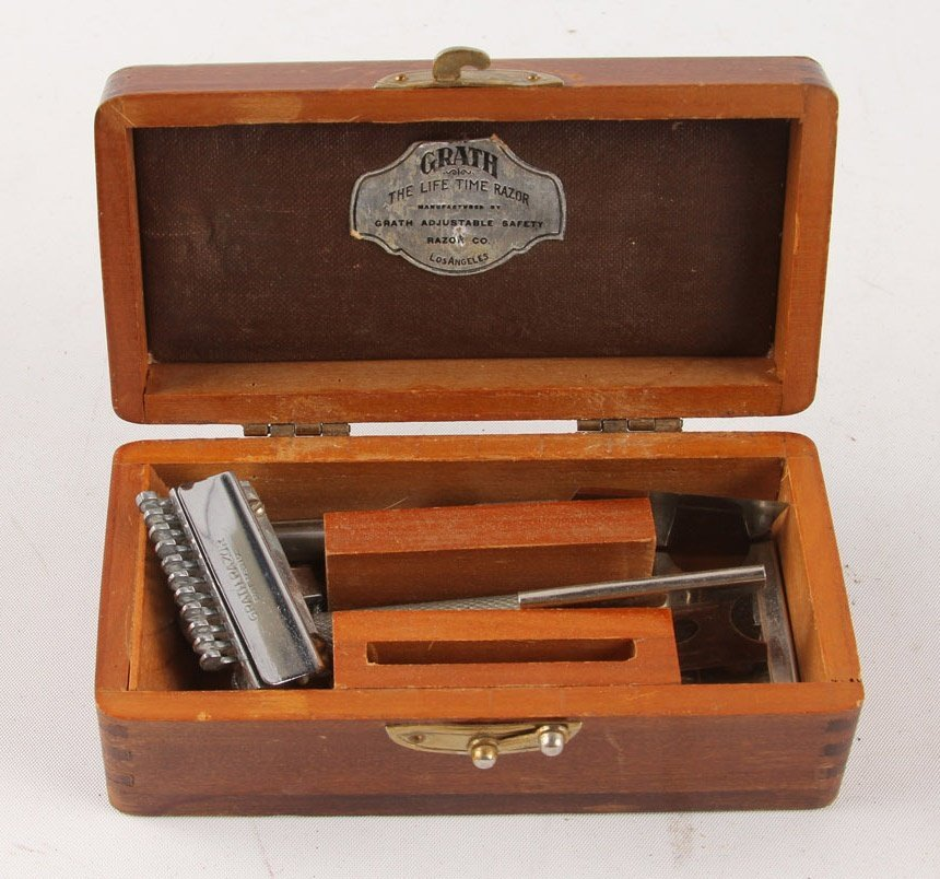 MIXED LOT OF 5 WOOD BOX SAFETY RAZORS - 6