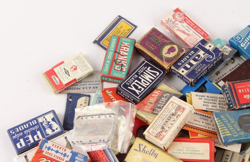 MIXED LARGE LOT OF SAFETY RAZOR BLADE PACKETS - 2