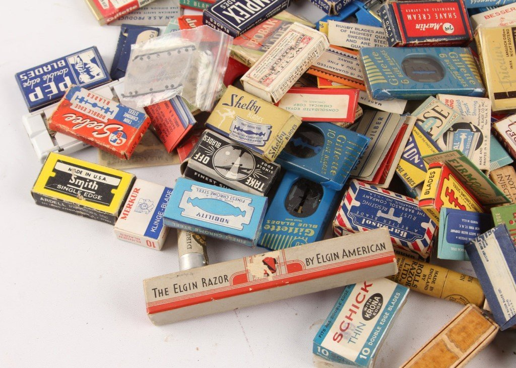 MIXED LARGE LOT OF SAFETY RAZOR BLADE PACKETS - 5