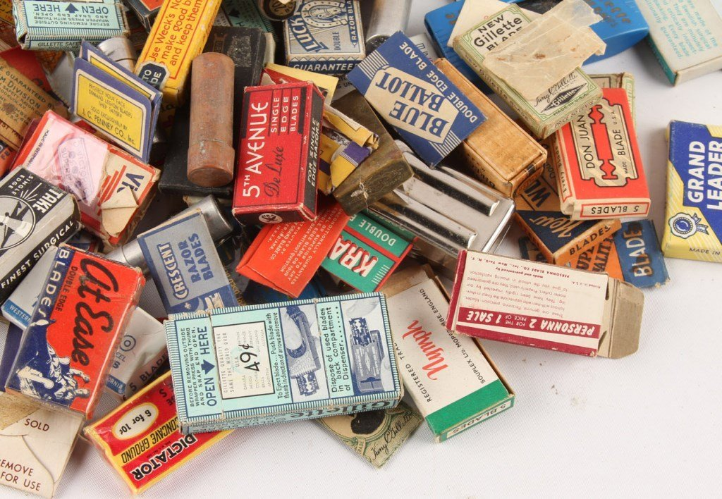 MIXED LARGE LOT OF SAFETY RAZOR BLADE PACKETS - 4