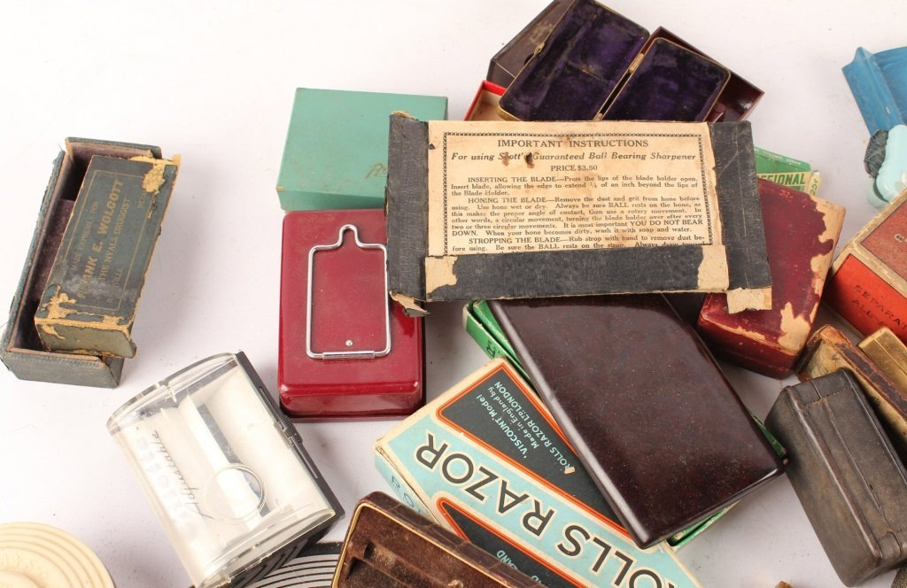 LARGE LOT OF EMPTY RAZOR & RELATED BOXES AND CASES - 3