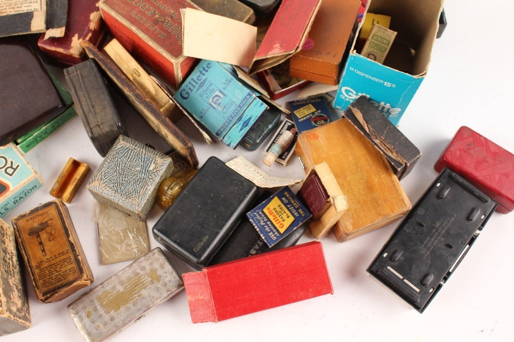 LARGE LOT OF EMPTY RAZOR & RELATED BOXES AND CASES - 4