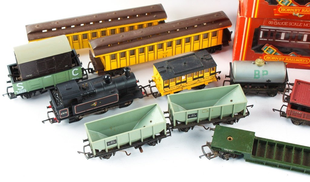 LOT OF HORNBY RAILWAYS & TRI-ANG MODEL TRAINS - 2