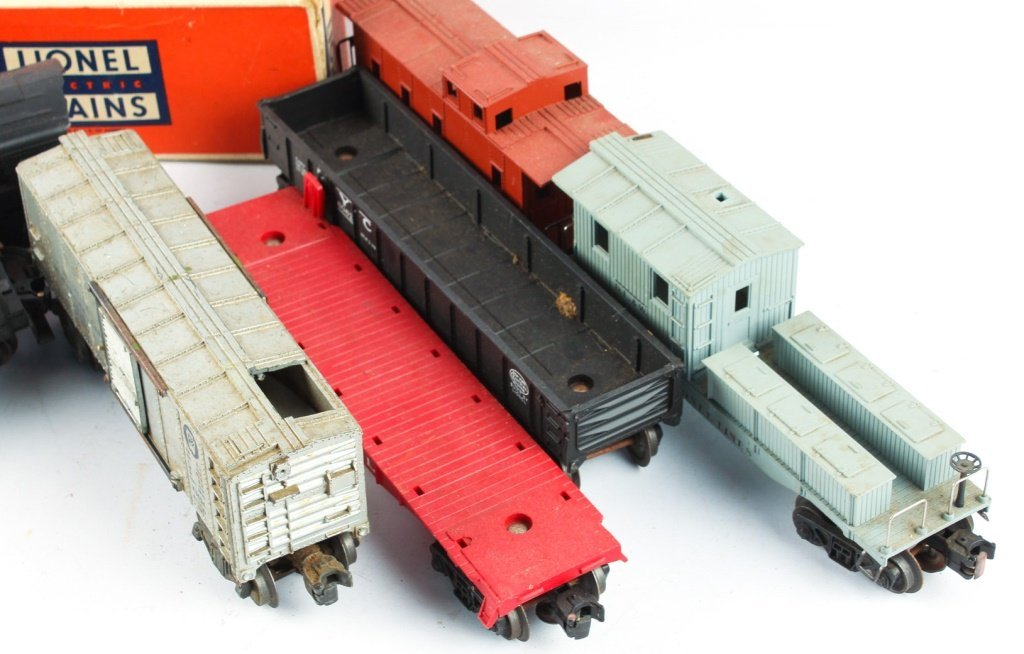 LOT OF POSTWAR LIONEL MODEL TRAINS - 2