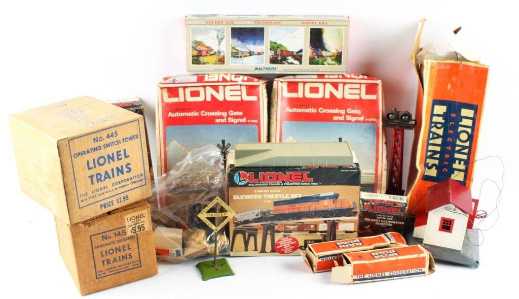 LOT OF LIONEL TRAIN ACCESSORIES
