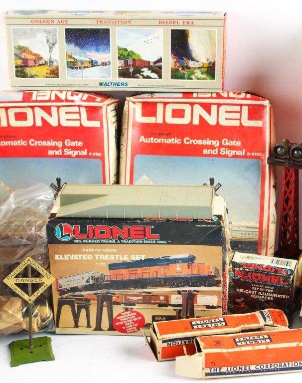 LOT OF LIONEL TRAIN ACCESSORIES - 3