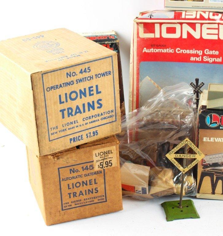 LOT OF LIONEL TRAIN ACCESSORIES - 4