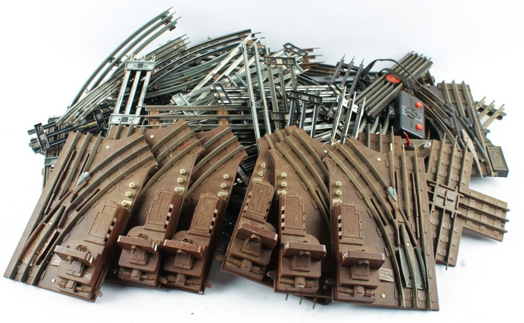 LOT OF LOOSE LIONEL TRAIN TRACKS