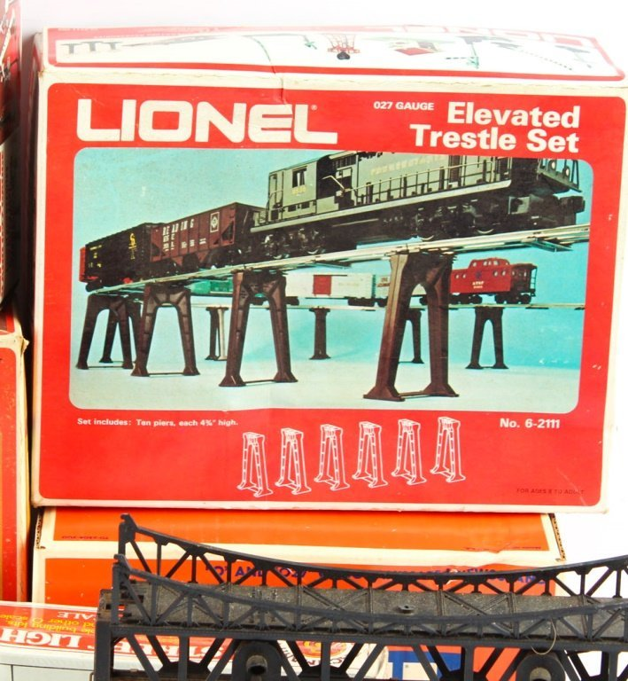 LOT OF LIONEL TRAIN ACCESSORIES - 3