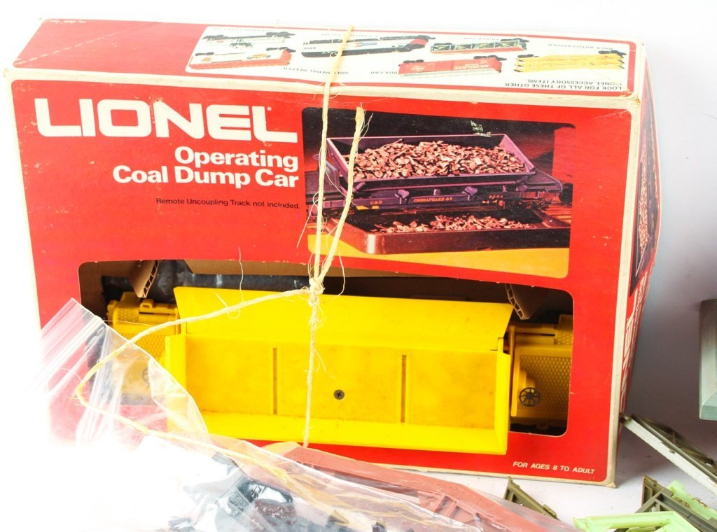 LOT OF TWO LIONEL TRAINS & TWO LIONEL ACCESSORIES - 5