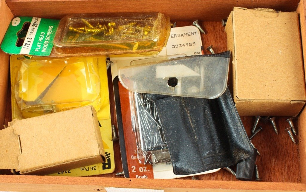 LOT OF TRAIN REPAIR TOOLS / PARTS LIONEL AND MORE - 3