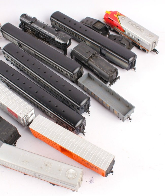 LARGE LOT OF TRAINS BY LIONEL, TYCO, NEW MODEL ONE - 2