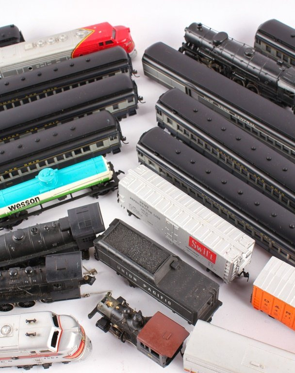 LARGE LOT OF TRAINS BY LIONEL, TYCO, NEW MODEL ONE - 3