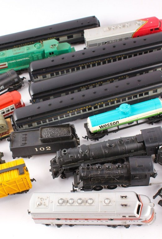 LARGE LOT OF TRAINS BY LIONEL, TYCO, NEW MODEL ONE - 4