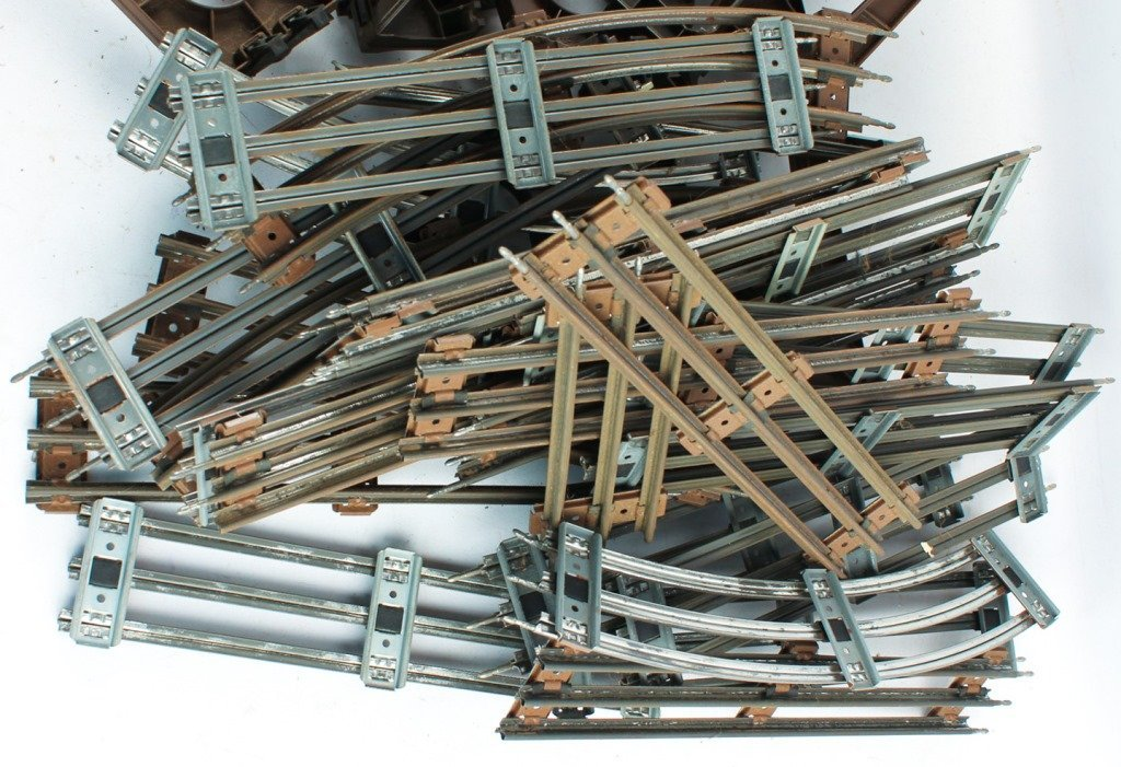 LOT OF LIONEL TRAIN TRESLES AND TRACKS - 2