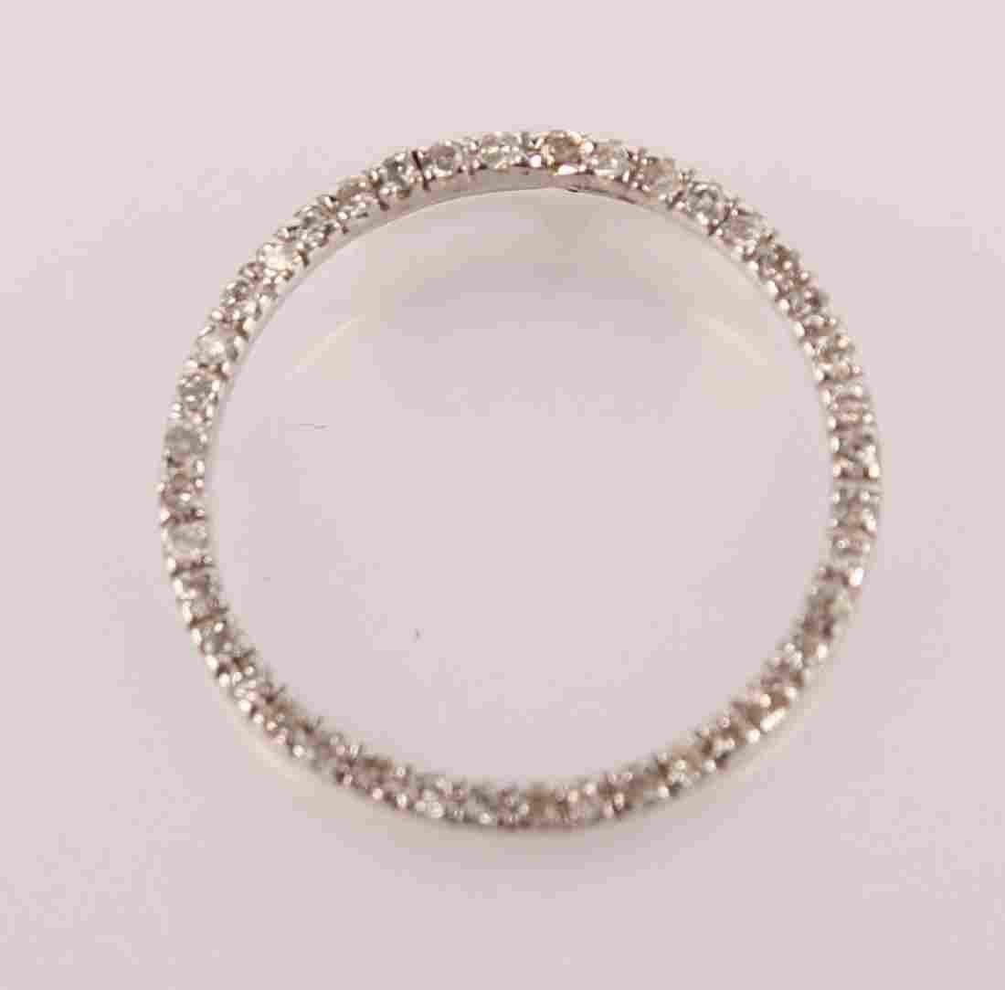 LADIES 10K WHITE GOLD AND DIAMOND CIRCLE PENDANT