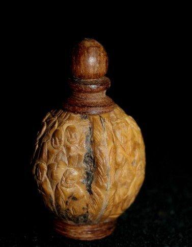 Walnut Snuff Bottle